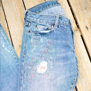 ABERCROMBIE AND FITCH : Floral Distressted Jeans